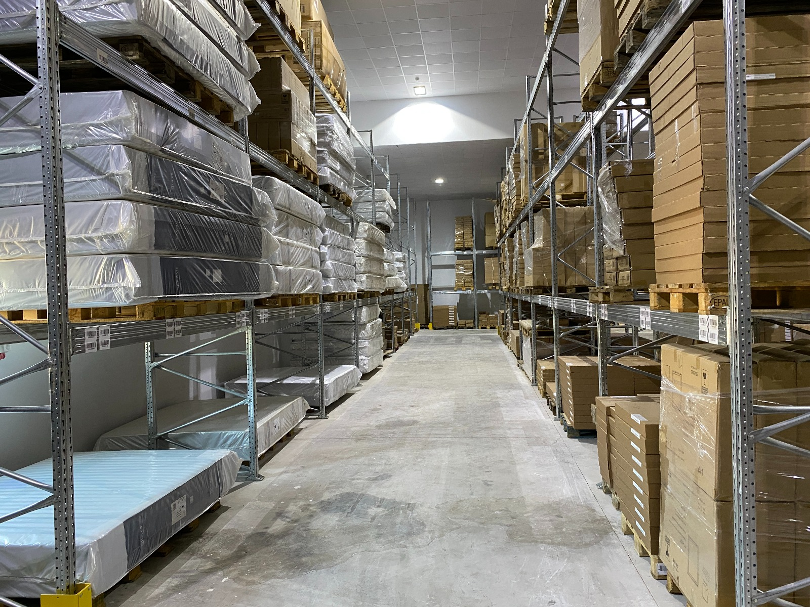 Logistics warehouse image #4