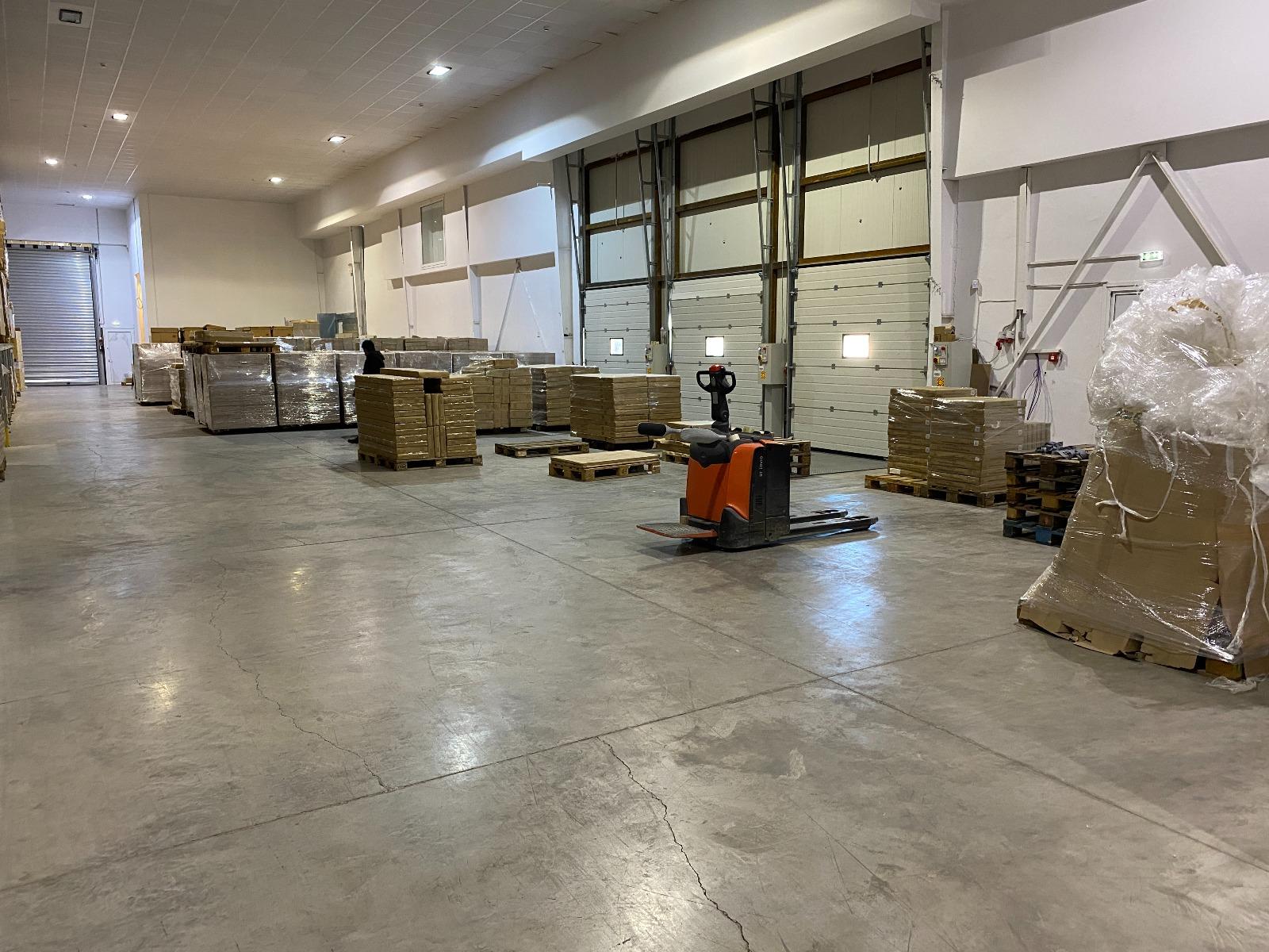 Logistics warehouse image #5